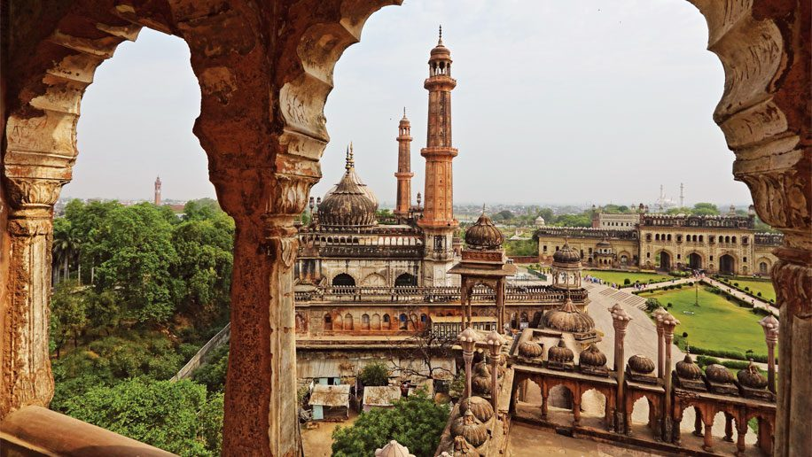 Best places to visit in Lucknow : Bara Imambara